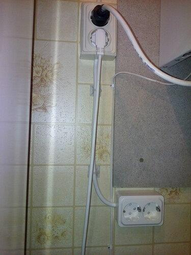 Вызов электрика аварийной службы в частный дом: восстановление освещения санузла, замена и установка розеток