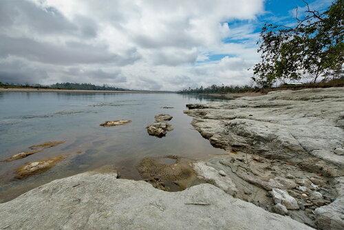 Успокоилась река, расступились берега...