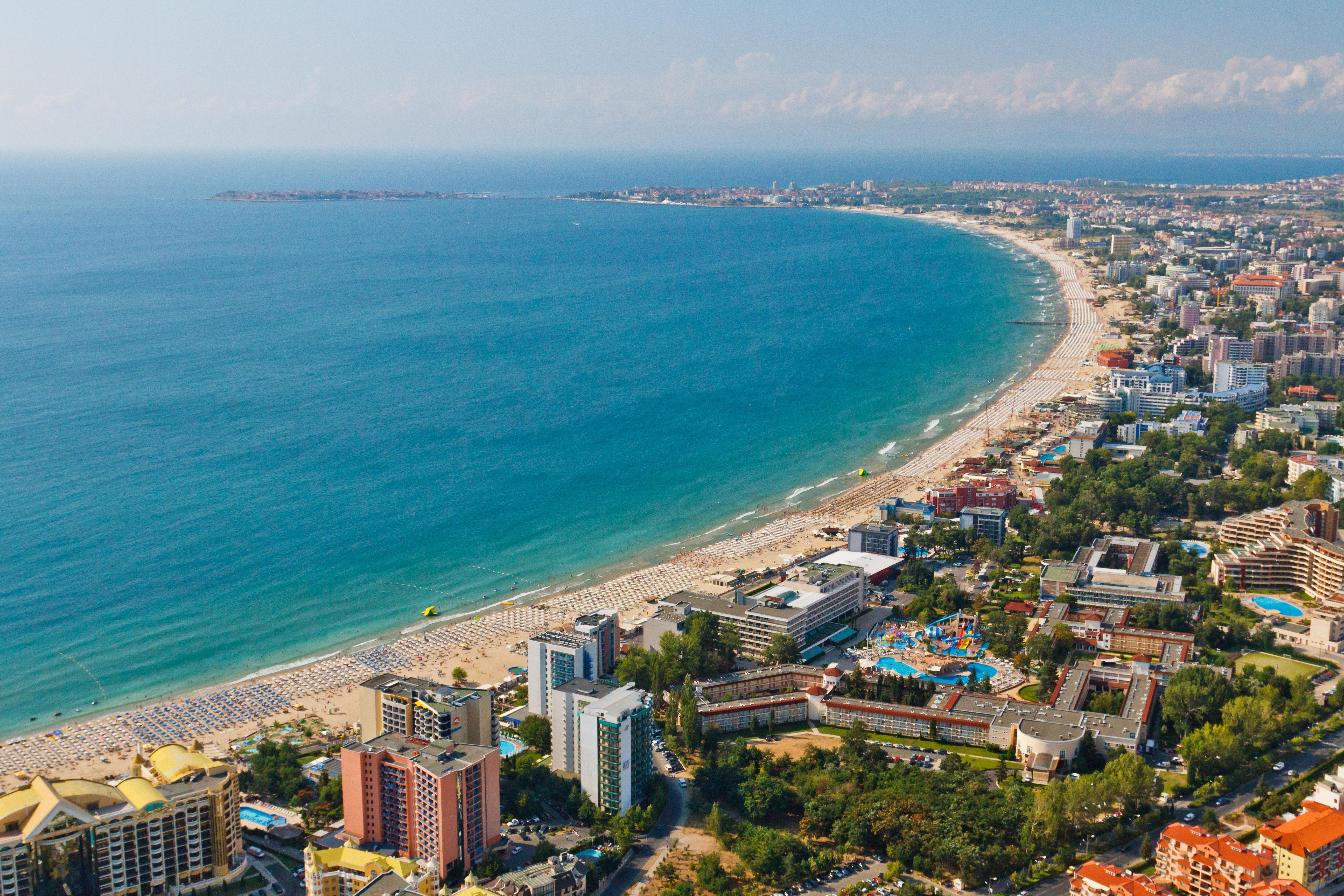 Побережье Черного Моря славится, почти культовыми, курортными зонами – Золотые пески и Солнечный бер