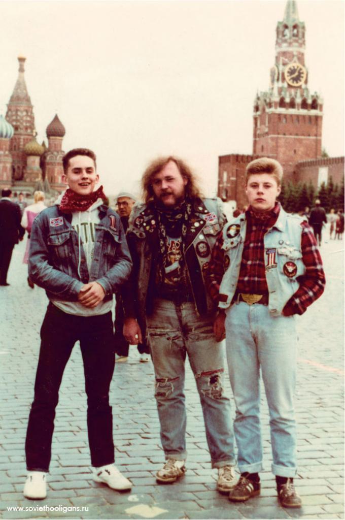 Металхеды на Красной площади. Фото из архива Димы Саббата, Москва, 1989.