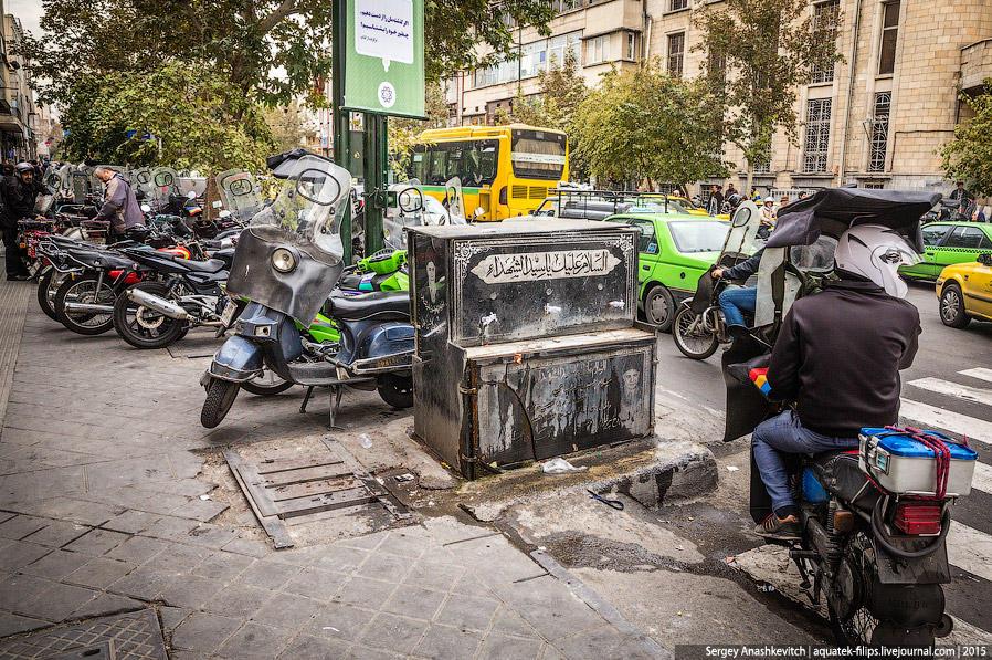 11. Также довольно часто на улицах можно встретить фонтаны с питьевой водой. Иногда они совершенно и