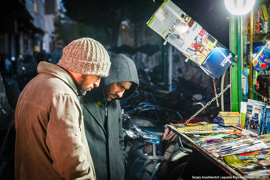43. День в Тегеране заканчивается так же, как и начинался, — чтением газет…