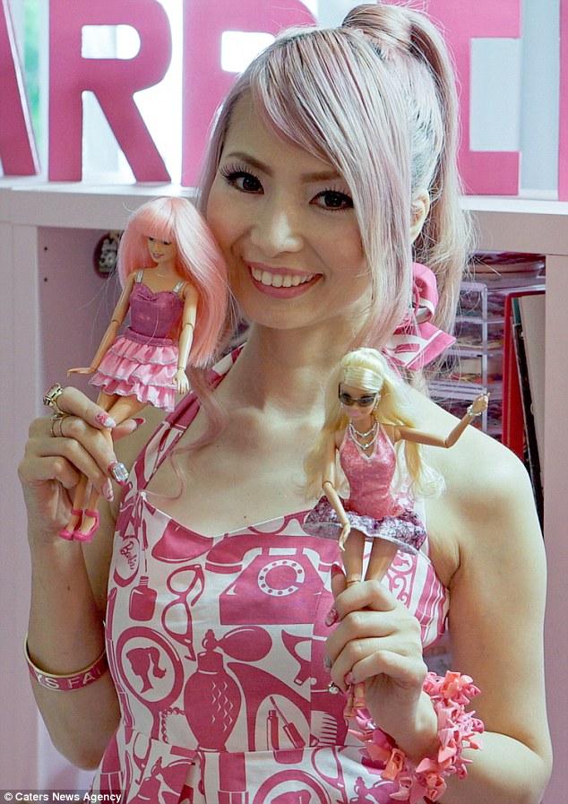 Самая дорогая Барби, которую купила Азуса, — Нами Амуро Видал Барби, которая выглядит как популярная