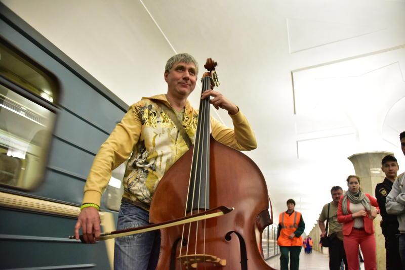 Уличные музыканты начали выступать на 3-х станциях столичного метро