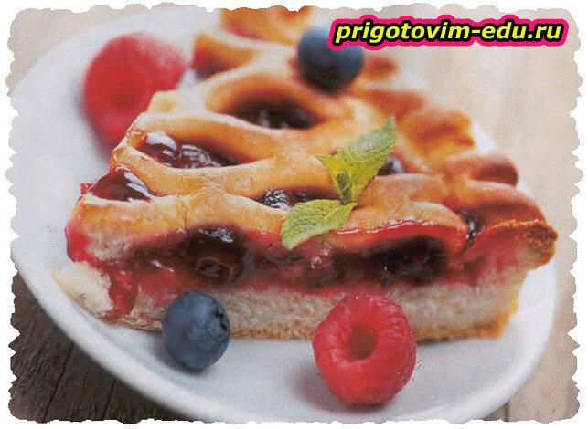 Пирог из ягод с лимонным кремом