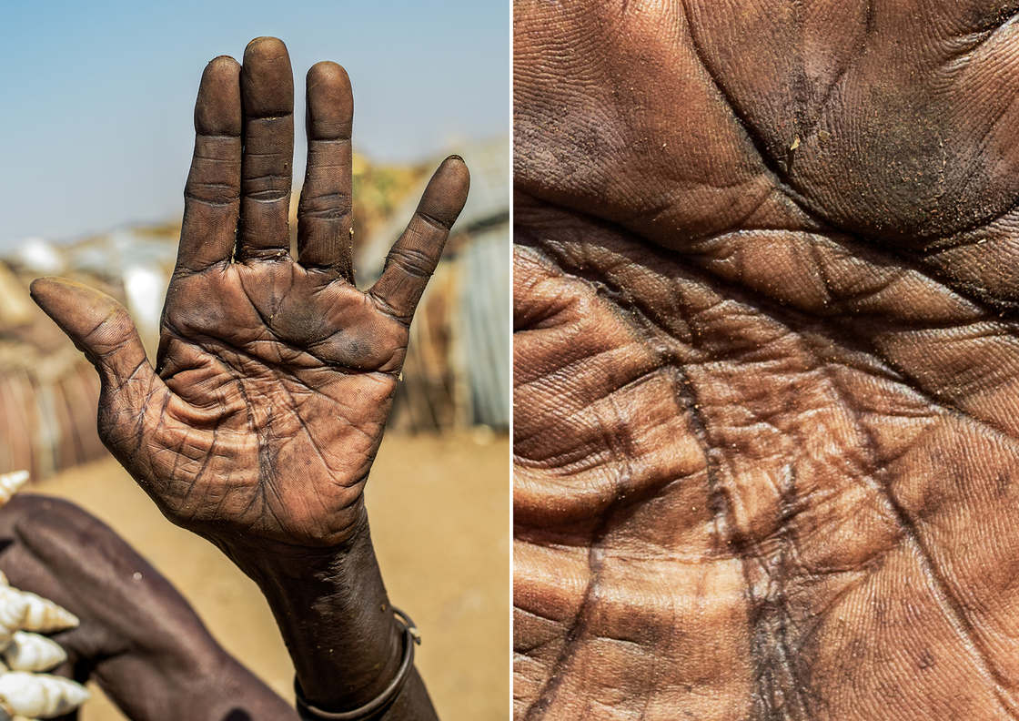 Story of Life – He tells the story of people through portraits of their hands (13 pics)