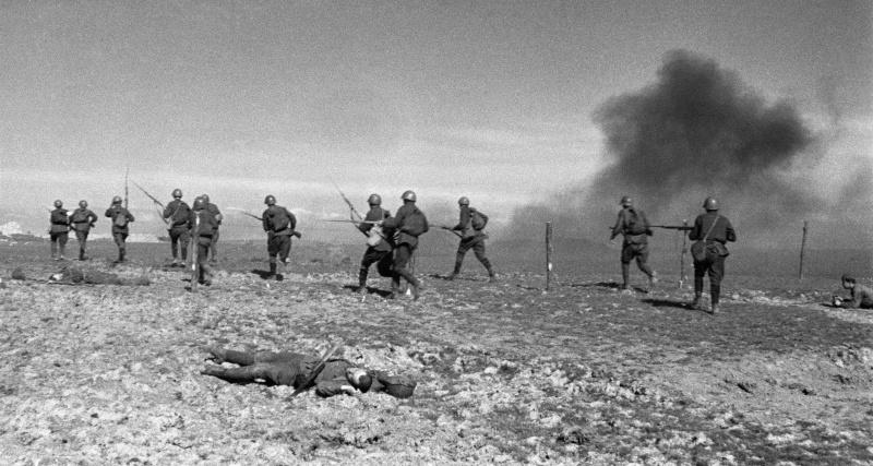 Во время атаки под деревней Красная слобода. Брянская обл. 09.41.jpg