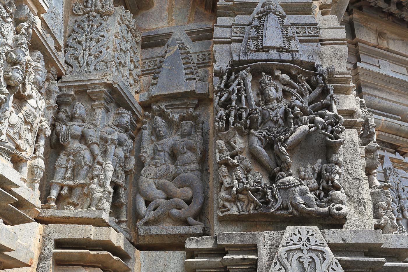Фотография №23. Храм Ченнакесава. Барельефы, изображающие инкарнации Вишну. Отзывы об отдыхе в Индии. Экскурсии в городе Белур в Карнатаке. 1/40, -1 eV, f 10, 40mm, ISO 125.