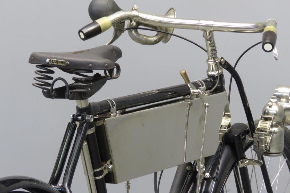 Старинный мотоцикл Herdtle-Bruneau 1906