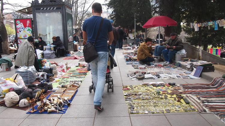 Блошиный рынок у Сухого моста в Тбилиси
