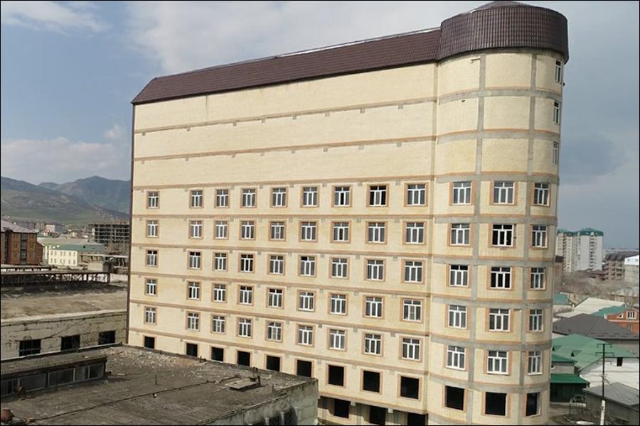 В Дагестане замуровали окна дома, выходившие на резиденцию муфтия