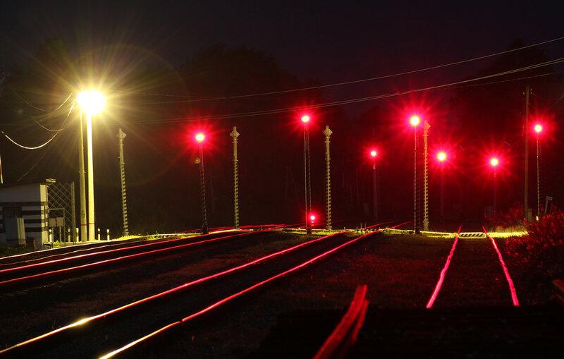 Заградительные светофоры переезда станции Осуга, вид на Сычёвку