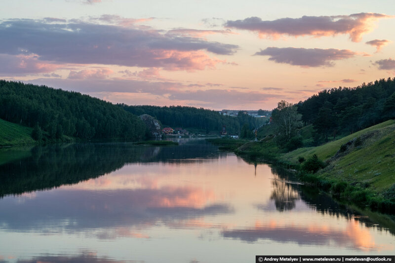 спокойная река Исеть вид с моста