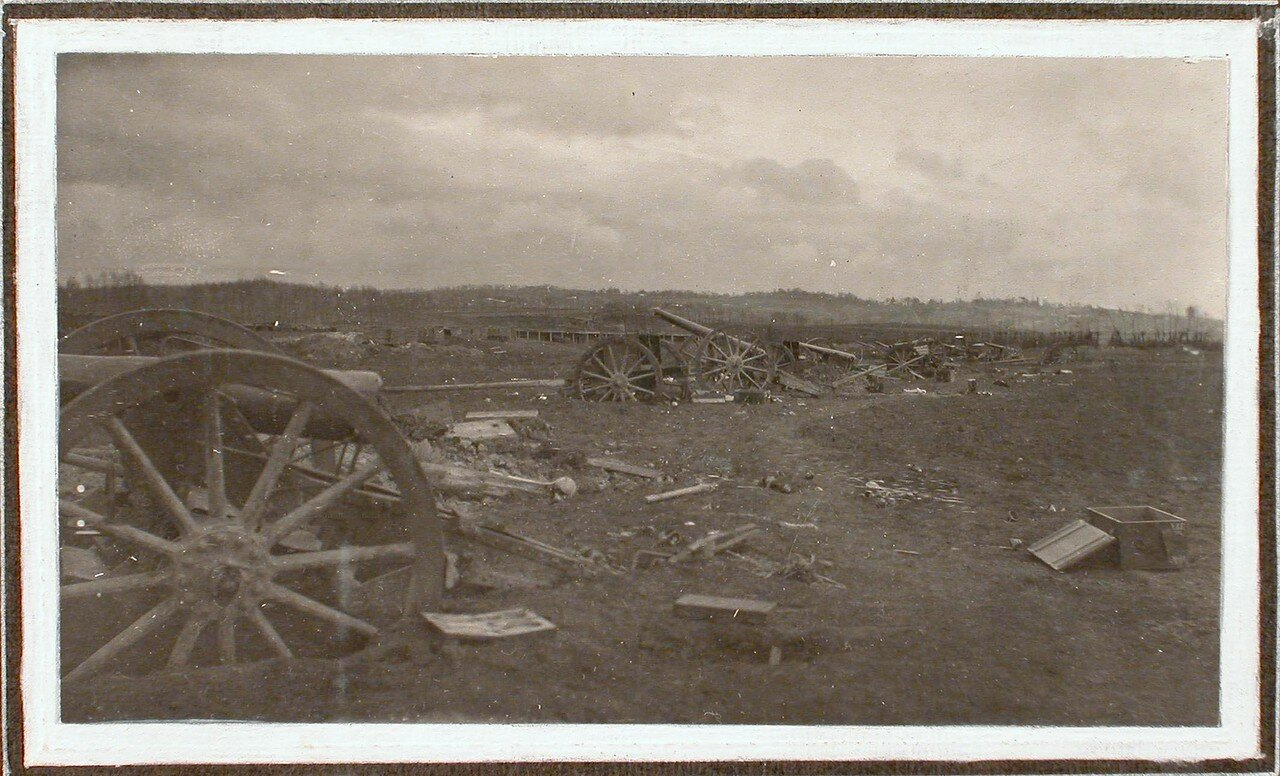 36.  Вид разрушенной батареи по дороге на форты группы Седласка