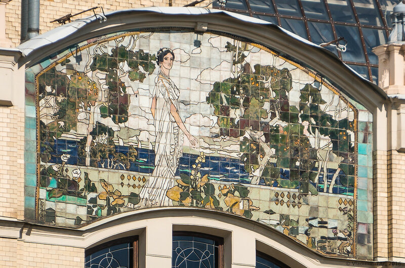 Майоликовое панно «Клеопатра» на западном фасаде гостиницы «Метрополь». А.Я. Головин.