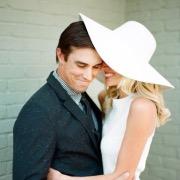 Девушка в шляпке и мужчина