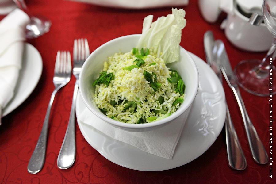 Салат из свежих огурцов, с яйцом