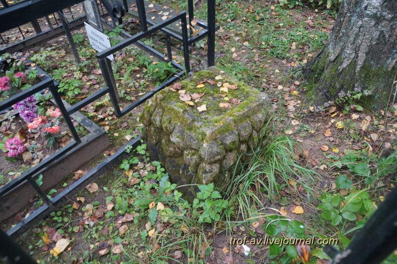 Старинное надгробие, Никольское кладбище, Одинцовский р-н