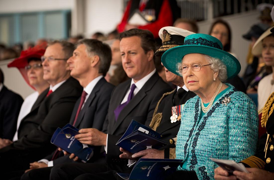 9. Одним из ресторанов сети McDonald's владеет королева Великобритании — он находится у Букингемског