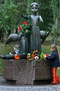 Киев. Бабий Яр. Памятник погибшим детям. Фото УНИАН