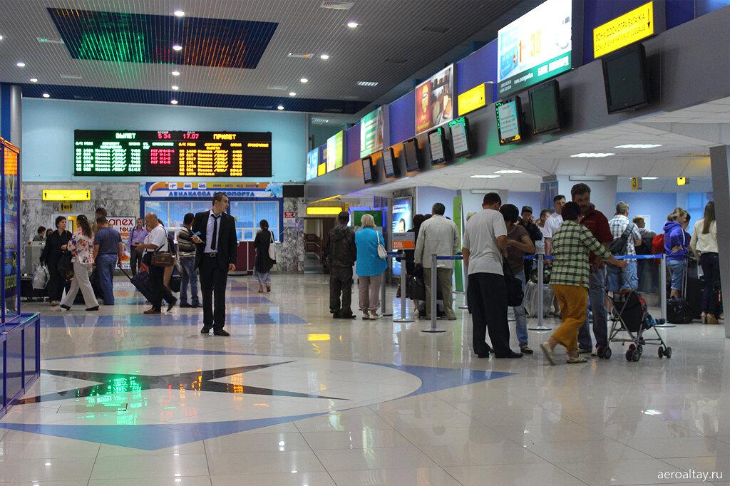 Регистрация пассажиров в аэропорту Барнаула