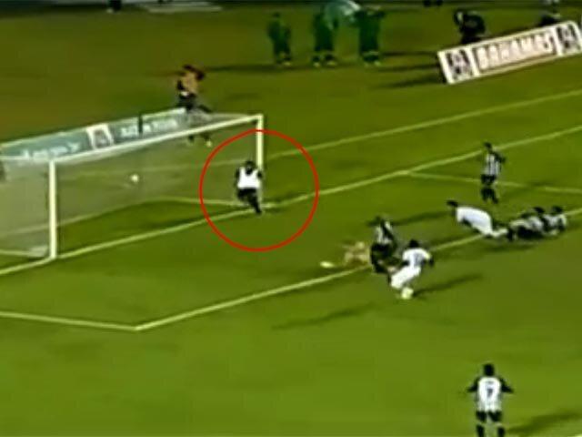 Массажист клуба «Апаресиденсе» дважды спас свою футбольную команду от гола