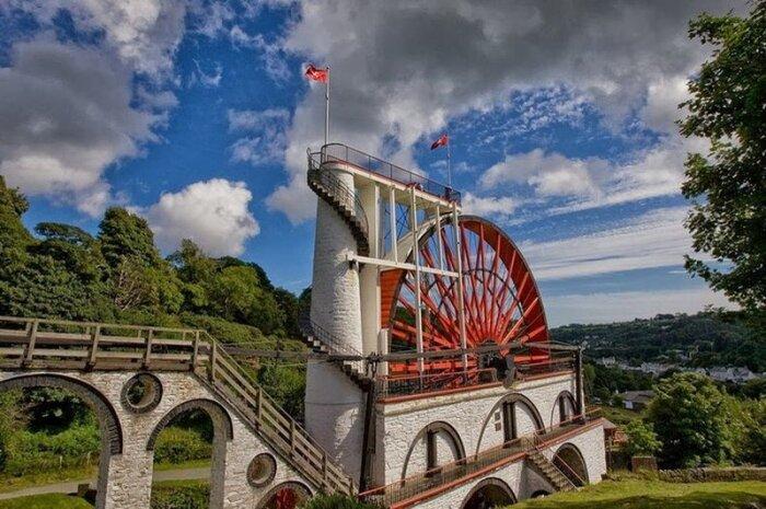 Огромная водяная лестница