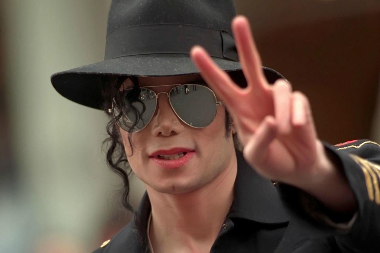 Майкл Джексон вновь на вершине по зарплате