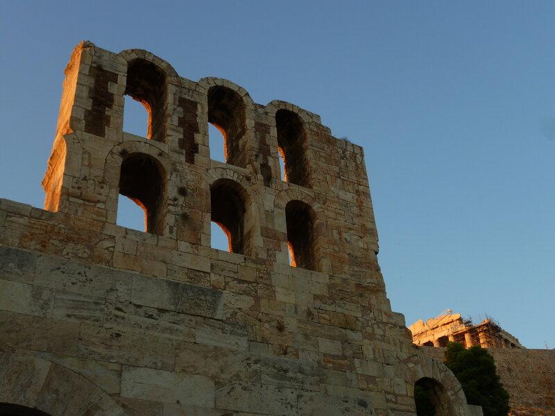 Вход в Одеон Герода Аттического (и кусок Парфенона виднеется)