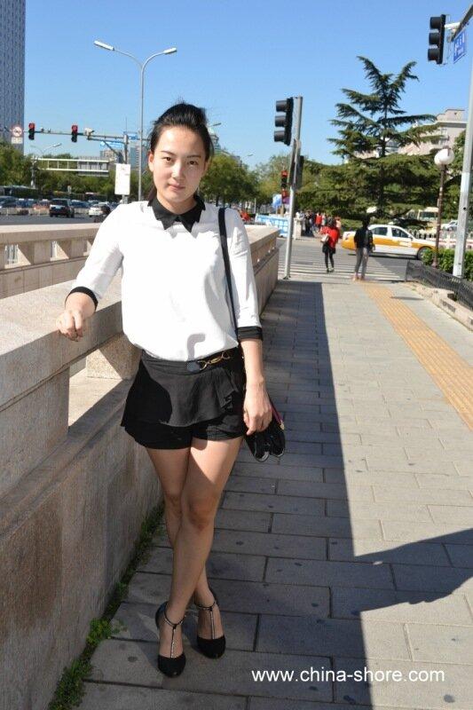 фото красивой девушки в прозрачных юбках