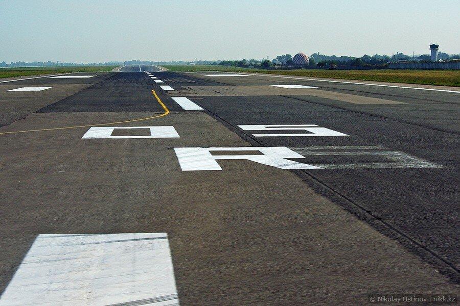 Взлетно-посадочная полоса аэропорта Алматы
