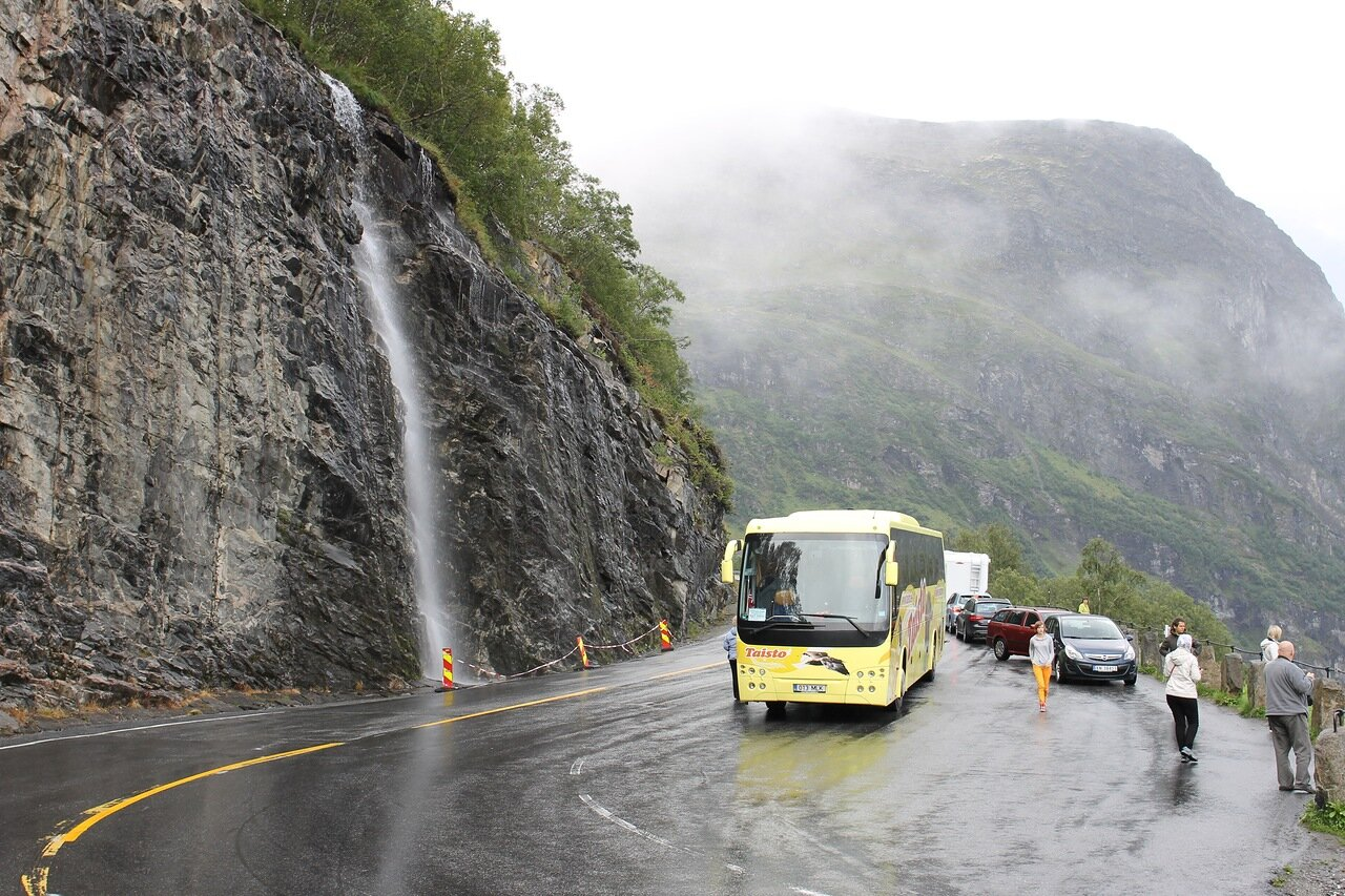 Гейрангер-фьорд. Обзорная площадка 'Крыло Орла' (Ørnesvingen), водопад