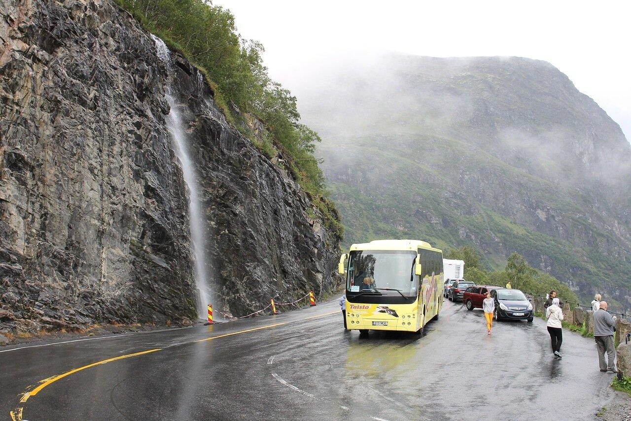 Geirangerfjord. Ørnesvingen observation deck (Ørnesvingen), waterfall