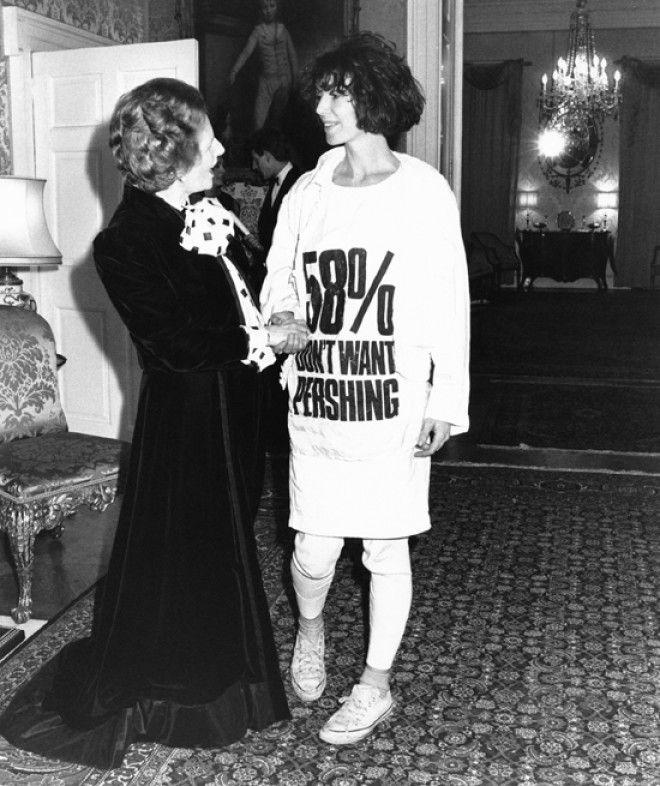 В то время было популярно выражать свое политическое и общественное мнение через футболки с определе