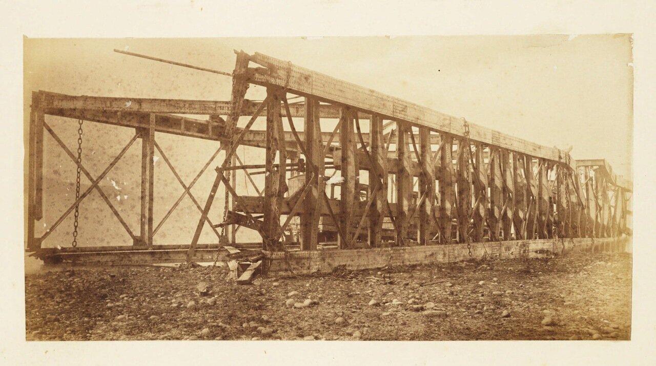 Фотография рухнувшего балочного пролётного строения