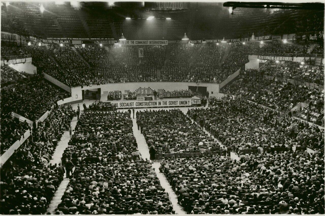 1931. Собрание членов коммунистической партии в честь дня рождения Ленина. Мэдисон Сквер Гарден, Нью-Йорк