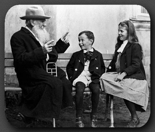 Л.Н.Толстой рассказывает сказку об огурце внукам