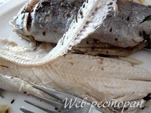 Как подать рыбу, запеченную в духовке