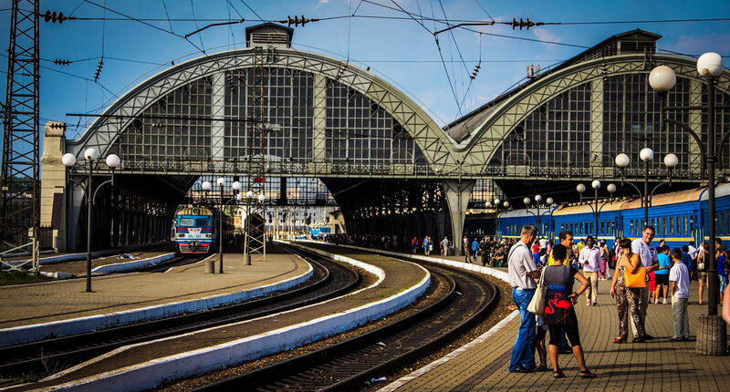 Перрон львовского вокзала