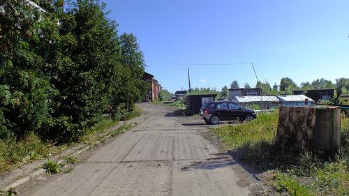 Фото города Инта №5516  Двор (юго-западная сторона дома) Спортивной 117 06.08.2013_13:31