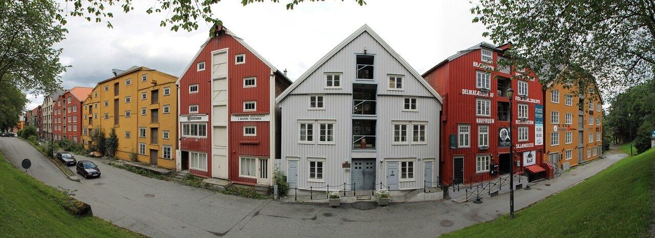 Тронхейм.  улица Kjøpmannsgata. panorama