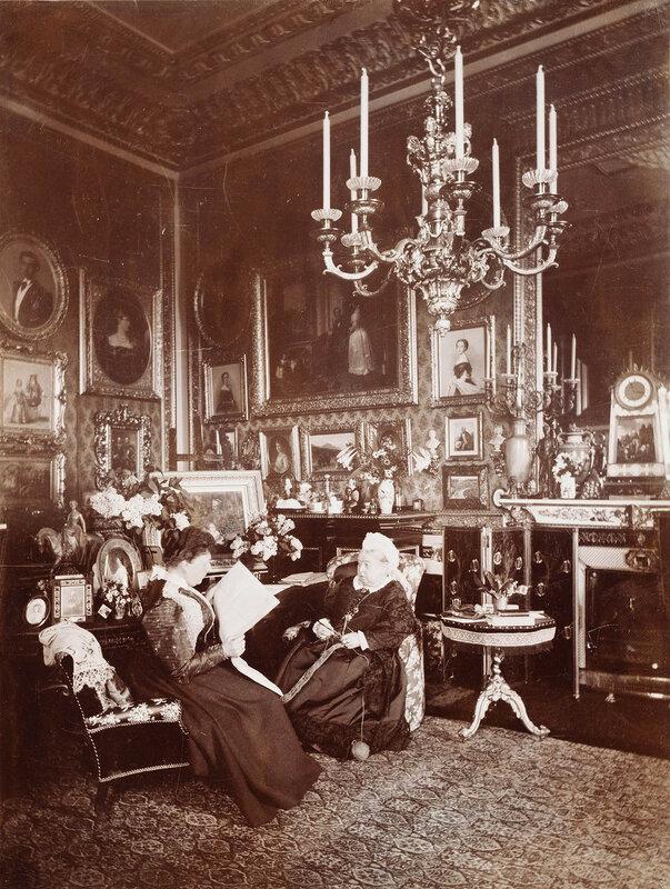 Фотография королевы Виктории и принцессы Беатрисы в Виндзоре в 1895