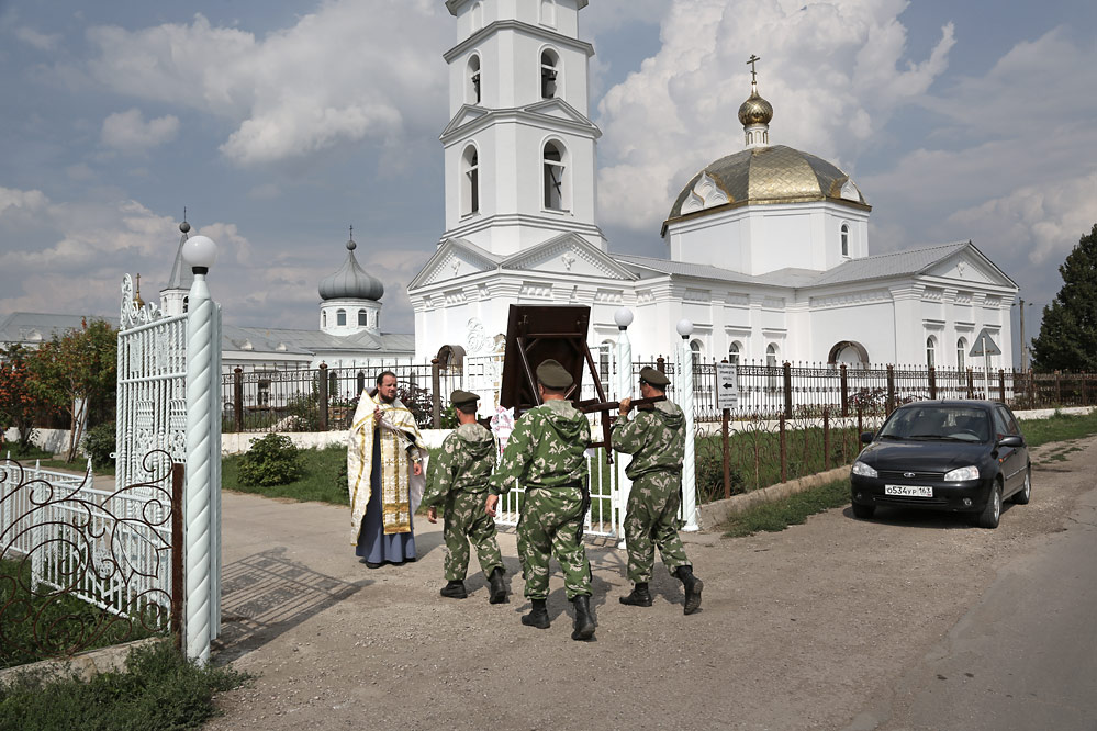 сегодня в 14 часов, в Сышляевку прибыла Икона Божией Матери «Избавительница от бед»................