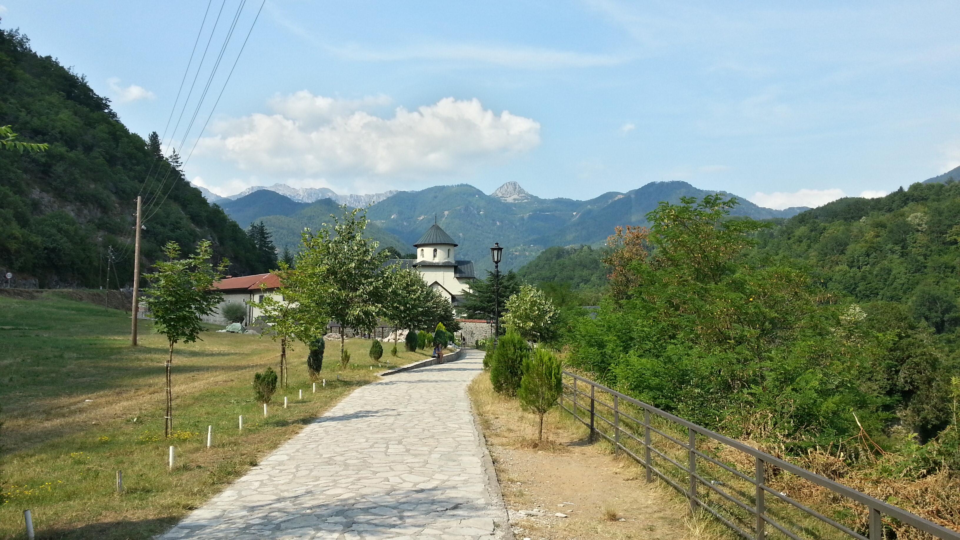 Вид на монастырь Мораца.