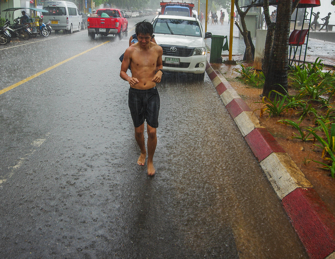 Мужик под дождём