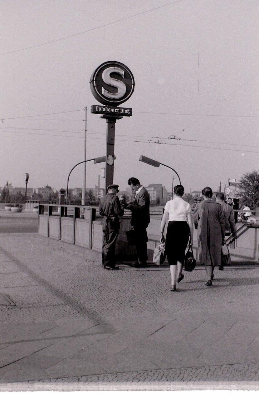 9 сентября 1959. Пограничные проверки на Потсдамской площади, Восточный Берлин