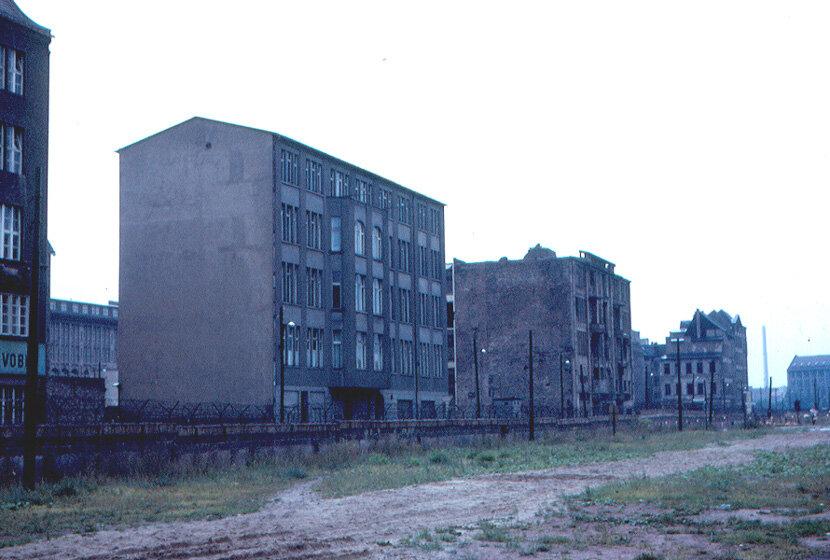 1963. Восточный Берлин вблизи КПП Чарли