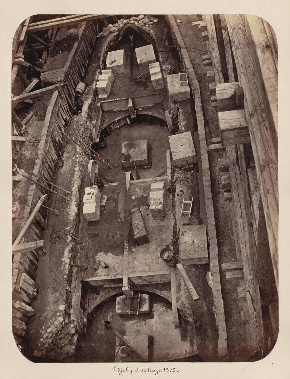 Строительство фундамента для одной из опор. 26 мая 1862