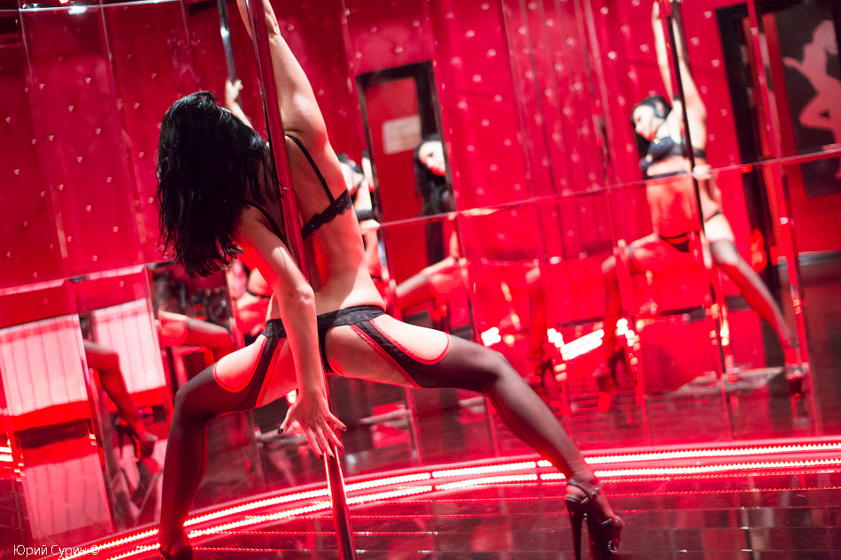 Обнаженные Стрип Танцы В Клубе