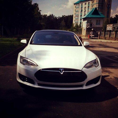 Автомобиль Тесла в Барнауле